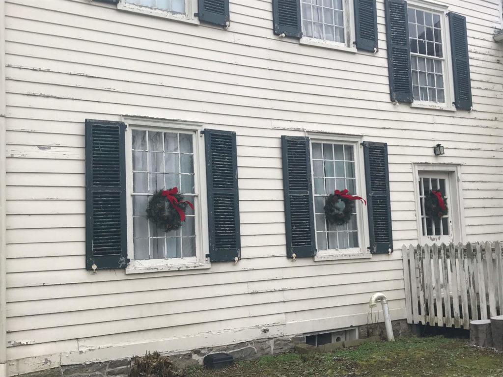 Swetland Wreaths Back